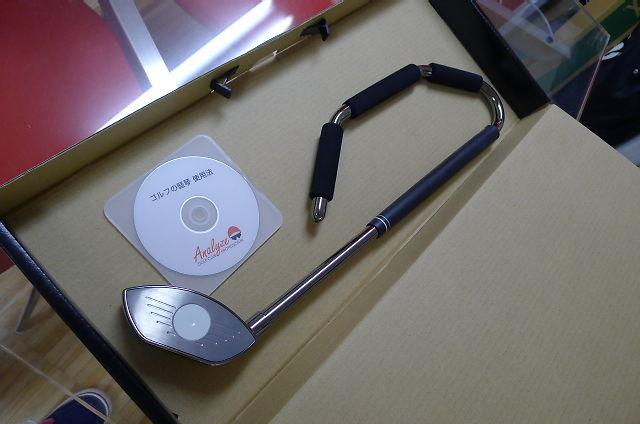 ゴルフの竪琴は、本体と使い方のDVDがセットです。箱は発送用となってます。